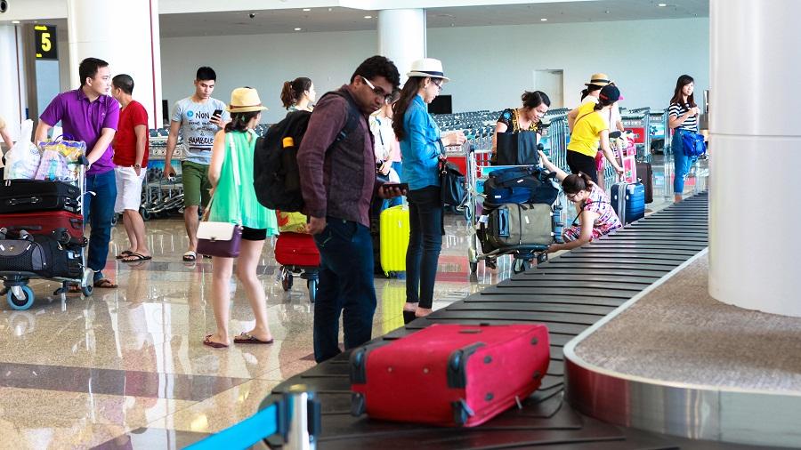 băng tải chuyền hành lý trong sân bay
