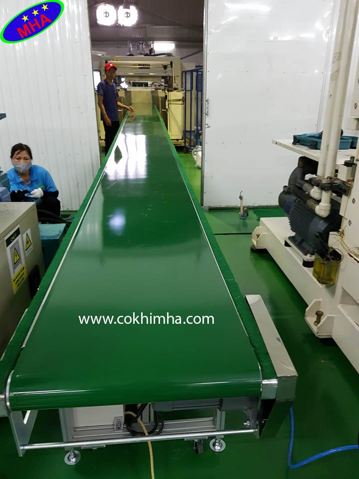 Băng tải nghiêng PVC